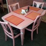 Корсика:столовая группа в цвет кухни.