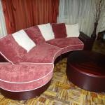 Калинка 59: полукруглый диван с пуфом-столом.